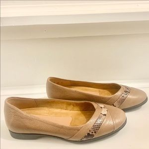 NWOT Naturalizer Leather Flats 5